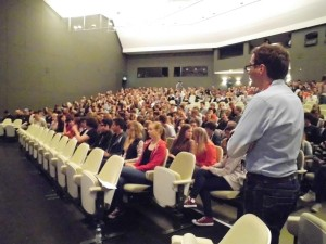 Abgefahren 700 Schüler im Theater
