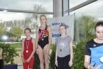 Bild 5 - Siegerehrung 50m Brust (Jg. 2003) - Annelie Thyes (Mitte) und Anke Gossling (rechts)