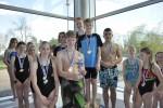 Schulschwimmfest 2015 - 12 - Siegerehrung Staffelwettbewerb (4x 50m Brust mixed) - Pokalsieger